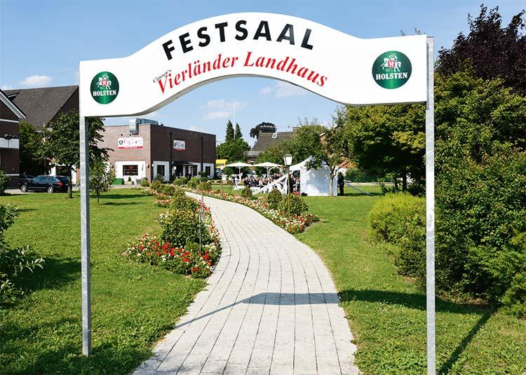 vierlaender-landhaus-garten-festsaal