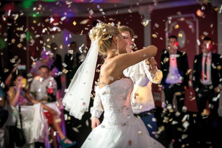 vierlaender-landhaus-hochzeiten-tanzen